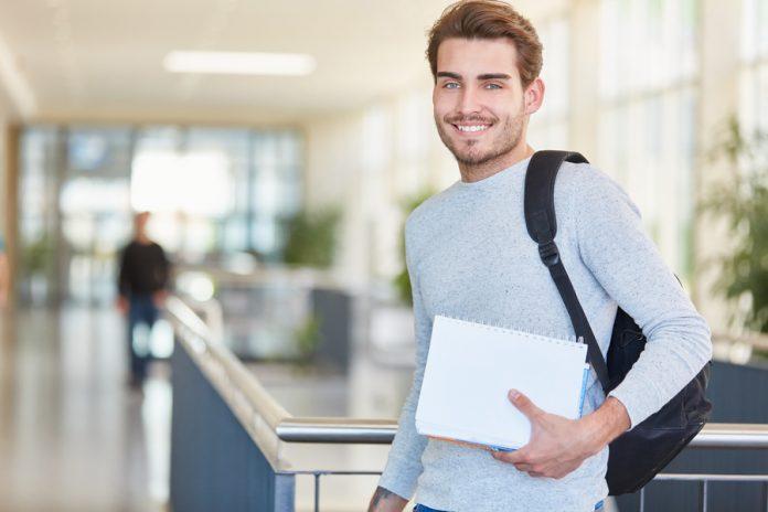 Brasileiros podem concorrer a bolsas de estudo no México