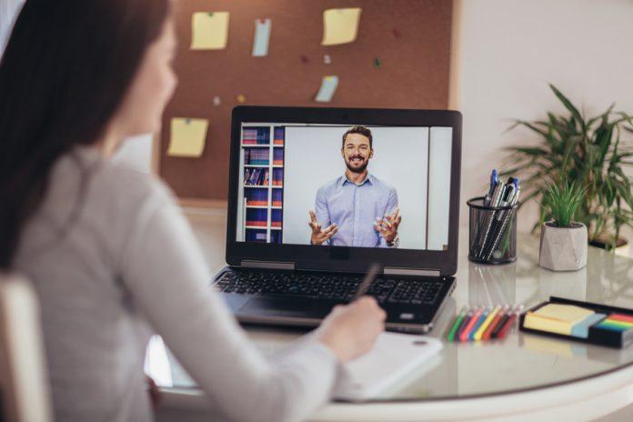 Videoaulas com conteúdo do ensino médio estão sendo oferecidas pela USP
