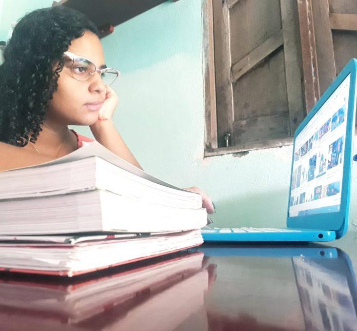 Ana Luiza recebeu monitorias do Projeto Berá. Hoje ela é estudante de Farmácia