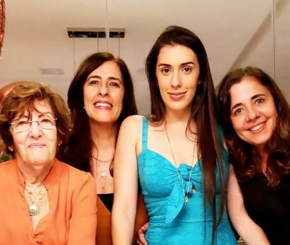 Lina Orrico, 83, com as filhas e a neta - Foto acervo pessoal